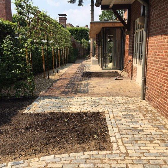 Eigentijdse tuin bij klassieke villa Eindhoven