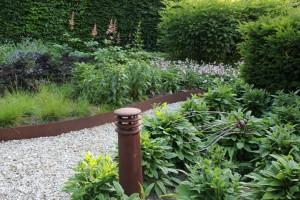 Modern tuinontwerp landelijke tuin met cortenstaal