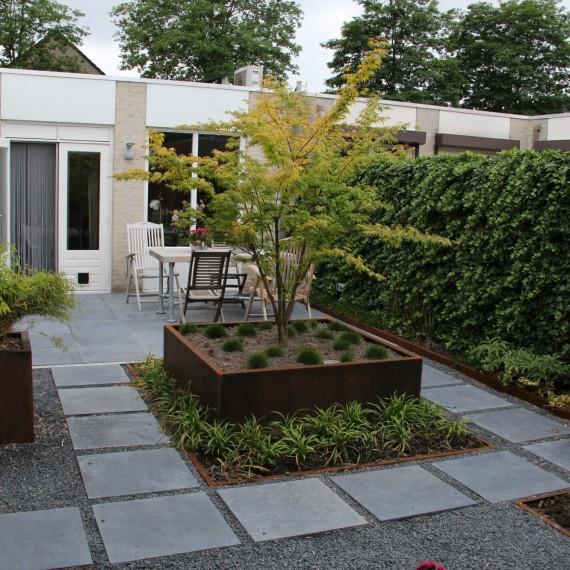 Moderne kleine patiotuin