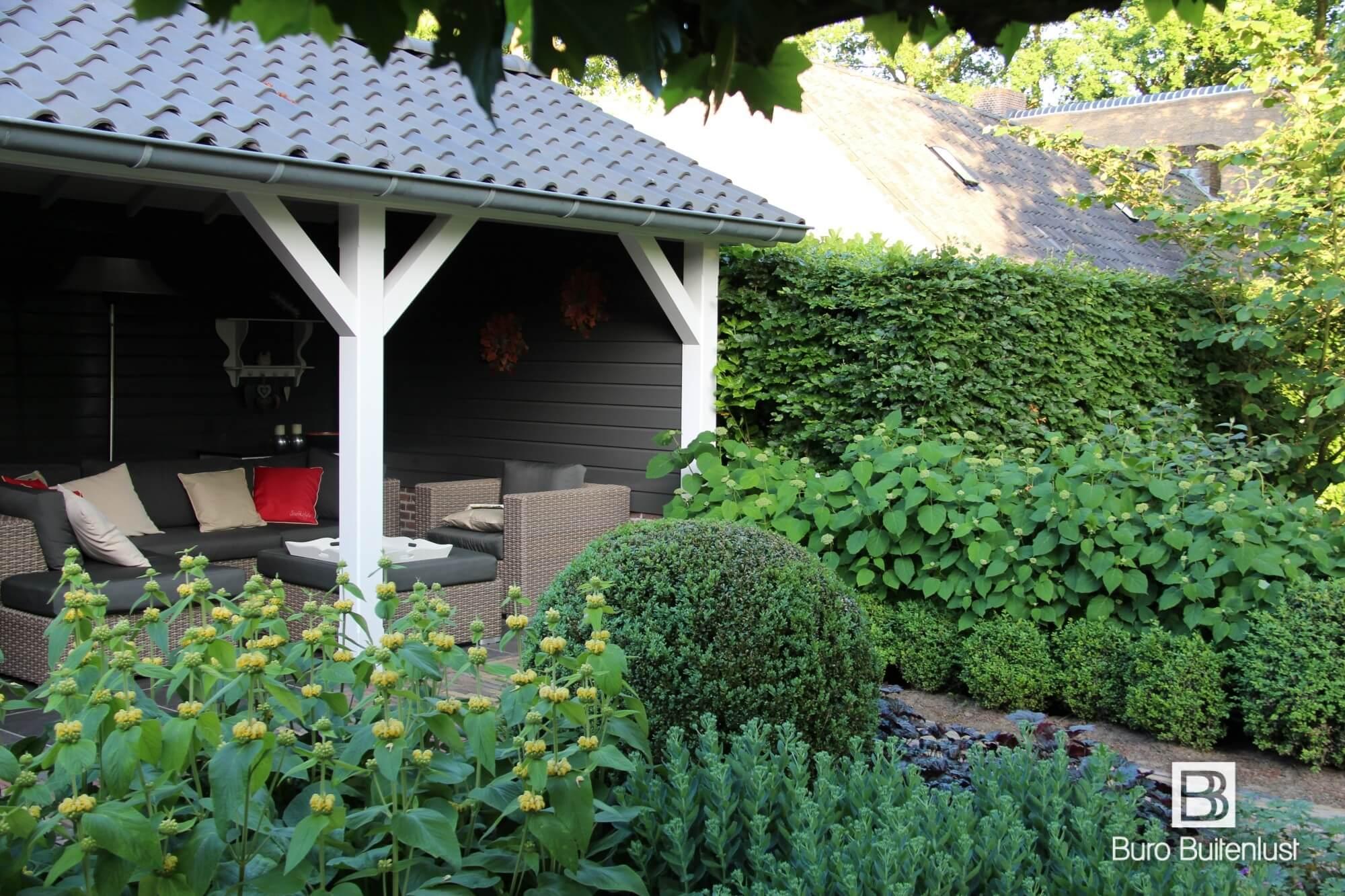 Buro Buitenlust ontwerpt sfeervolle tuinen met een natuurlijke uitstraling. Tuinen die elk jaar mooier worden.