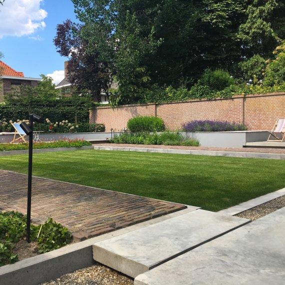Tuinontwerp moderne tuin met beton