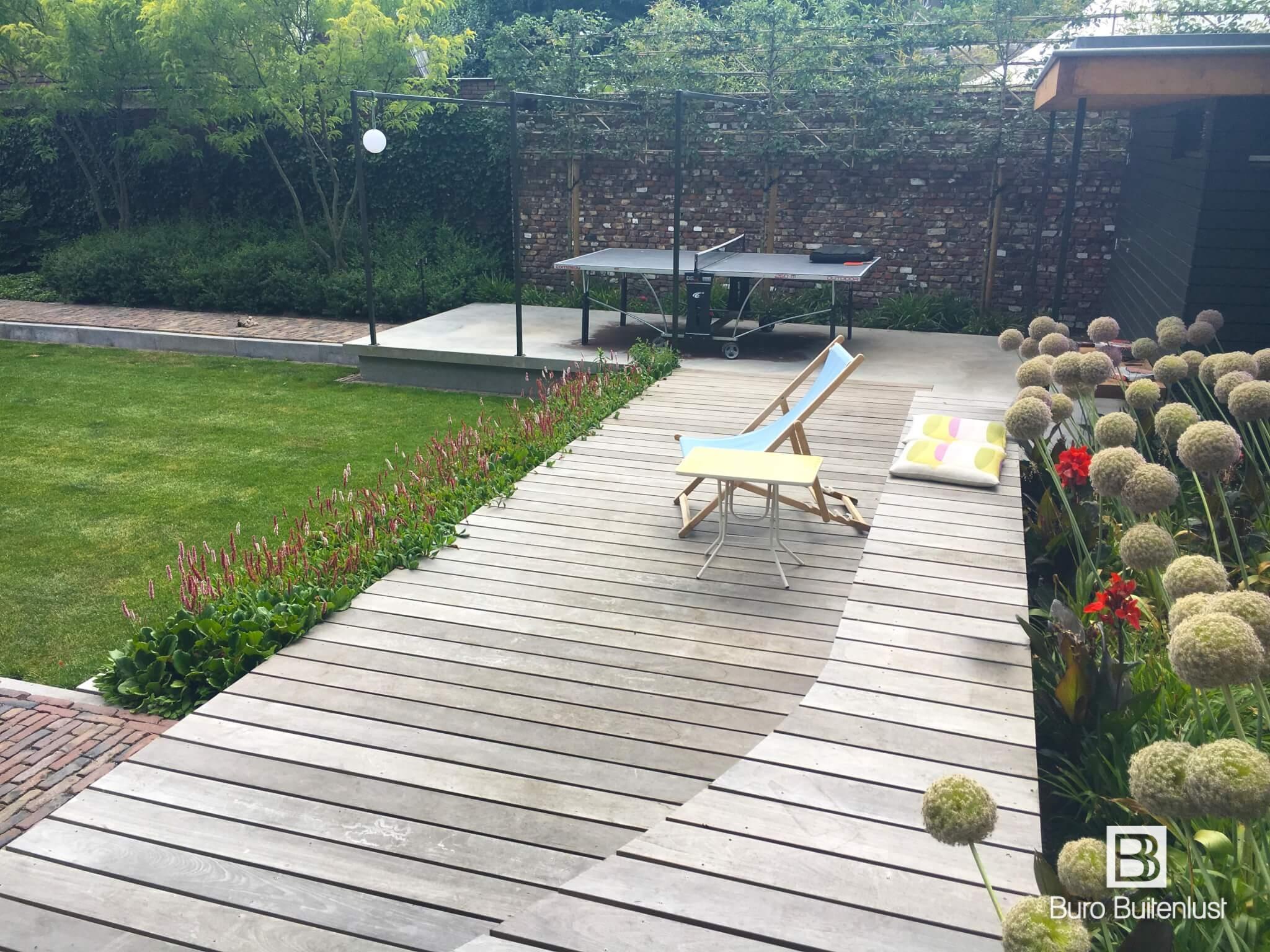 Modern tuinontwerp met vlonders