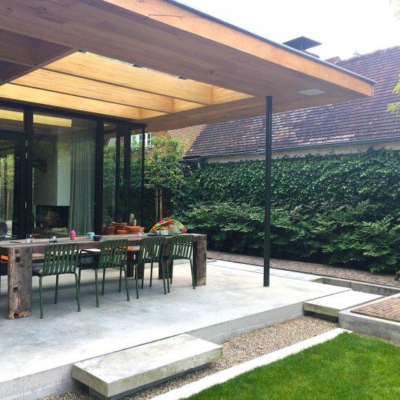 Tuinontwerp moderne tuin bij klassieke villa